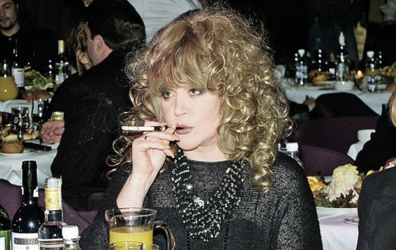 знаменитость которая курит
