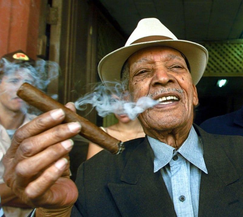 с какой стороны курить сигару