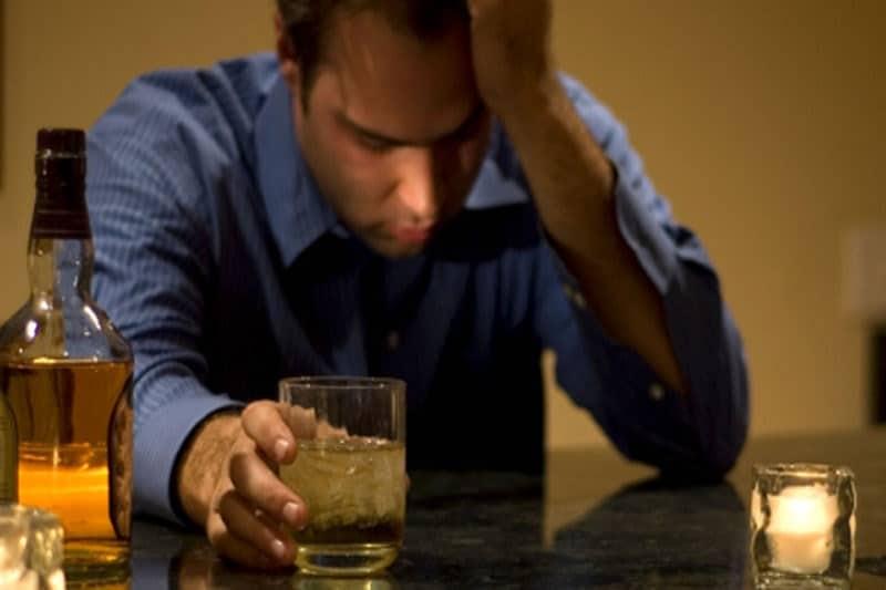 черный кал после алкоголя