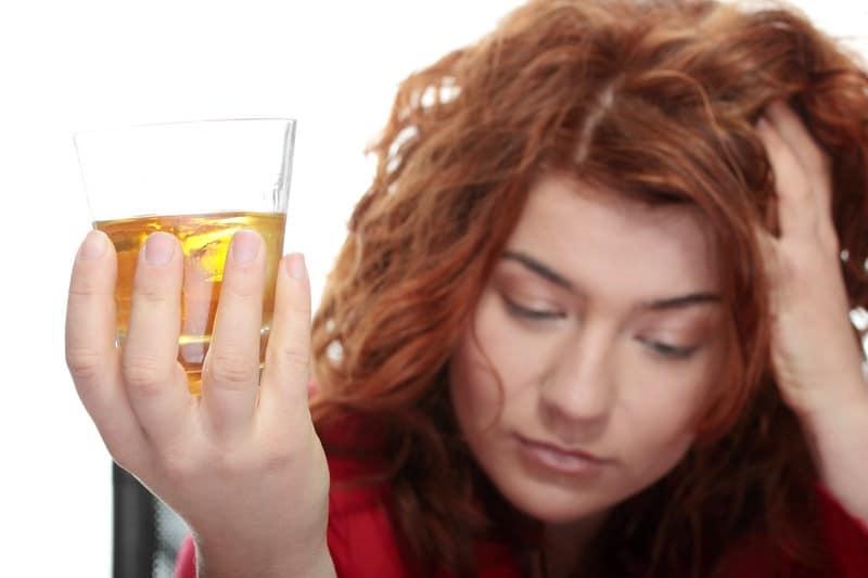 можно ли пить алкоголь при месячных