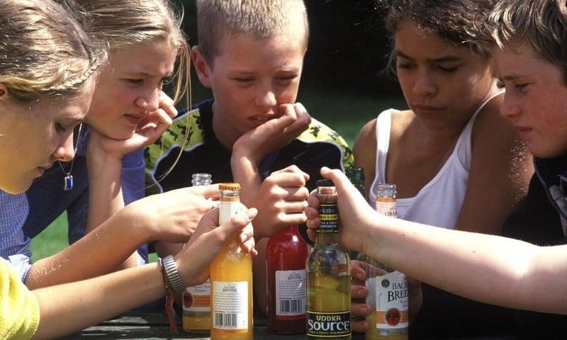 причины алкоголизма подростков