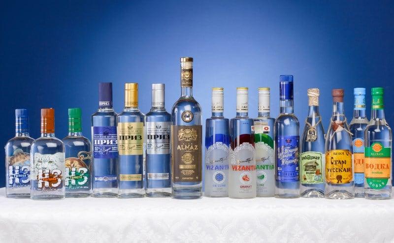 из какого спирта делают водку в России