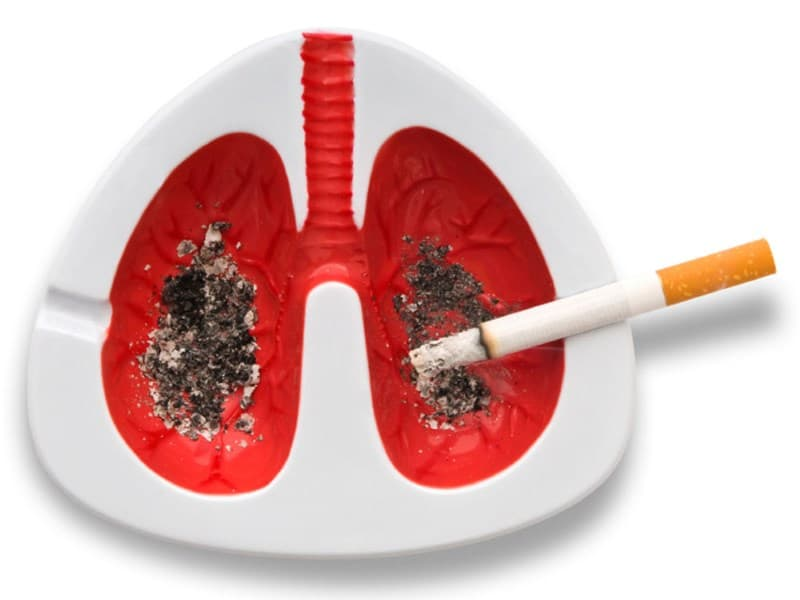 образование раковых опухолей у курильщиков вызывает