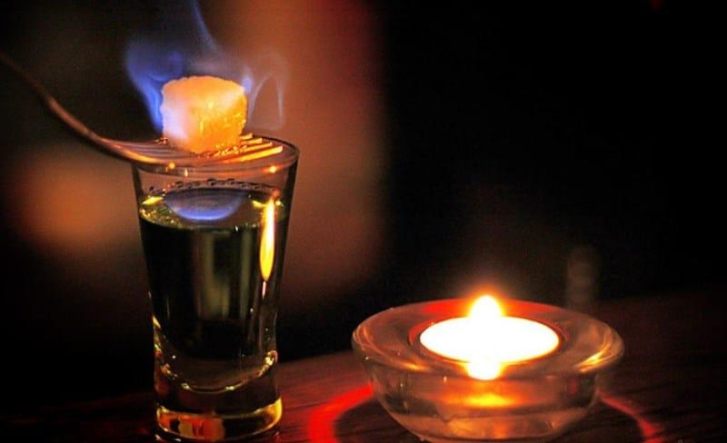 горит ли водка если поджечь