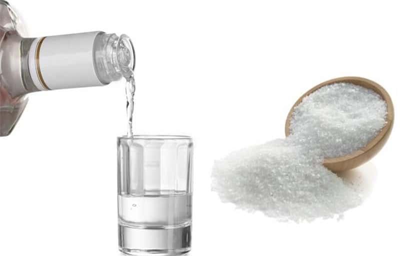 от чего помогает водка с солью
